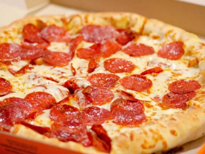 Repartidor podría pasar 18 años en la cárcel por escupir a pizza