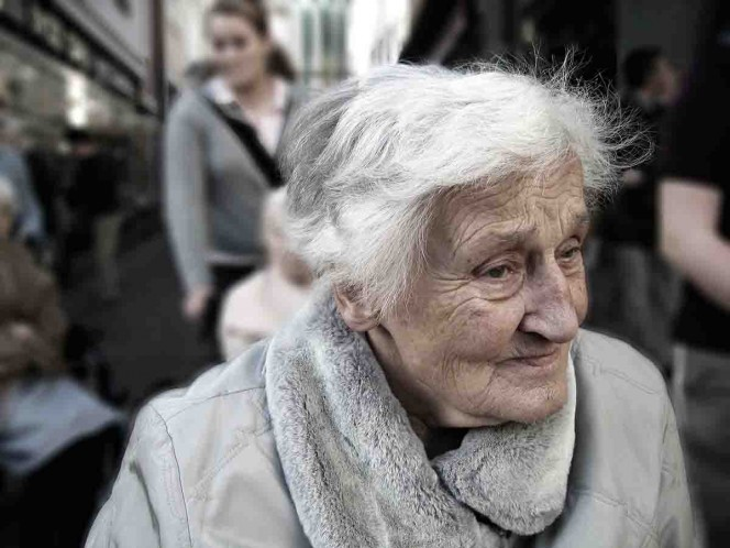 Encuentran cadáveres apilados en un hogar de ancianos, víctimas de COVID-19