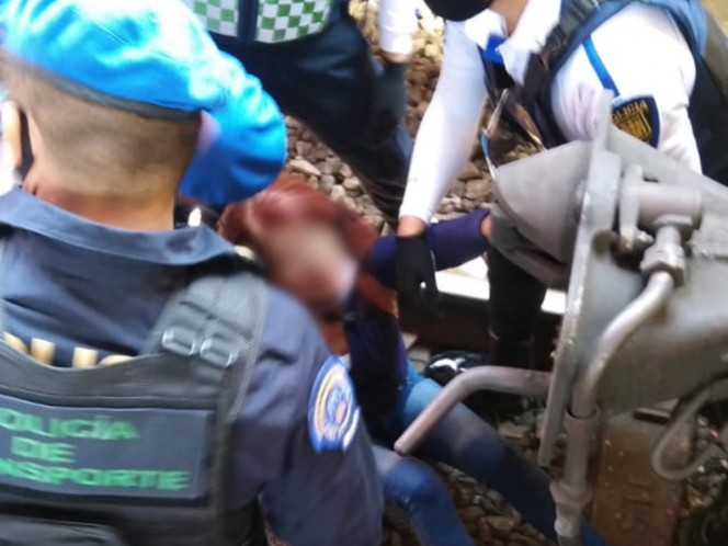 """La mujer identificada como Catalina """"N""""de 35 años, fue rescatada sin lesiones aparentes. Foto: Especial"""
