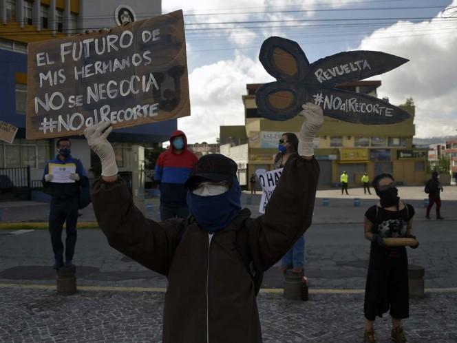 Ecuador anunció grandes recortes para afrontar la crisis