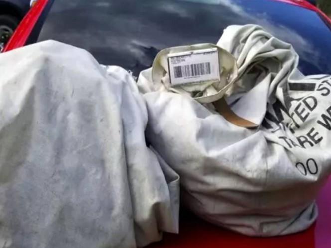 Familia encuentra dinero en bolsas tiradas en carretera de EE.UU