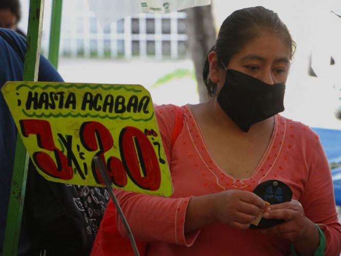 El Gobierno capitalino busca evitar que los tianguis y mercados se conviertan en foco de infección. Foto: Cuartoscuro