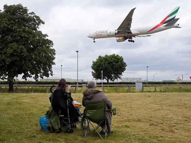 Aplica Reino Unido cuarentena a quienes llegan del extranjero