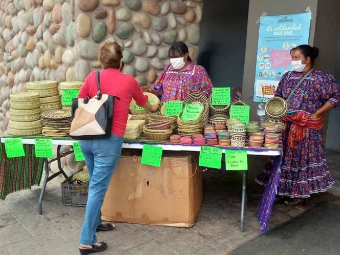 Tarahumaras venden artesanía por comida para poder sobrevivir