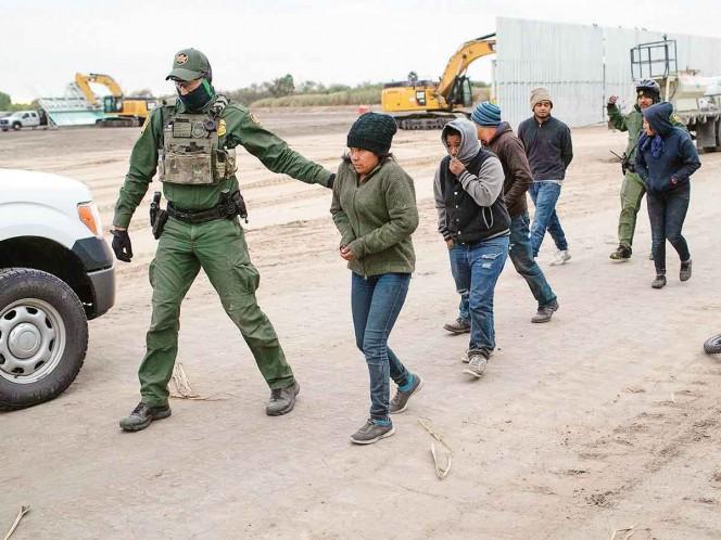 Aumentan detenciones de migrantes en frontera de EU pese a covid-19