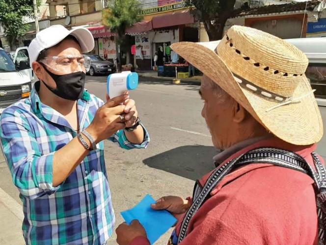 PARA ENTRAR AL TIANGUIS. La alcaldía Milpa Alta colocó puntos sanitizantes en los cuatro pueblos con más contagios. Foto: Especial
