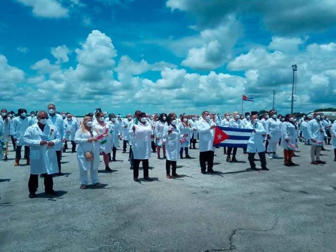 Ebrard agradece apoyo de médicos cubanos; este domingo regresaron a su país