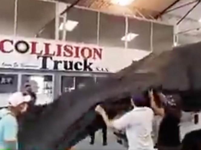 La emotiva sorpresa a conductor que le saquearon y destruyeron furgón