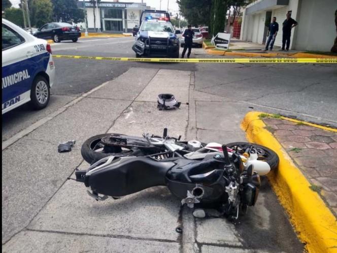 El cuerpo del presunto asaltante quedó al lado de una motocicleta negra y un arma de fuego.Foto: Especial