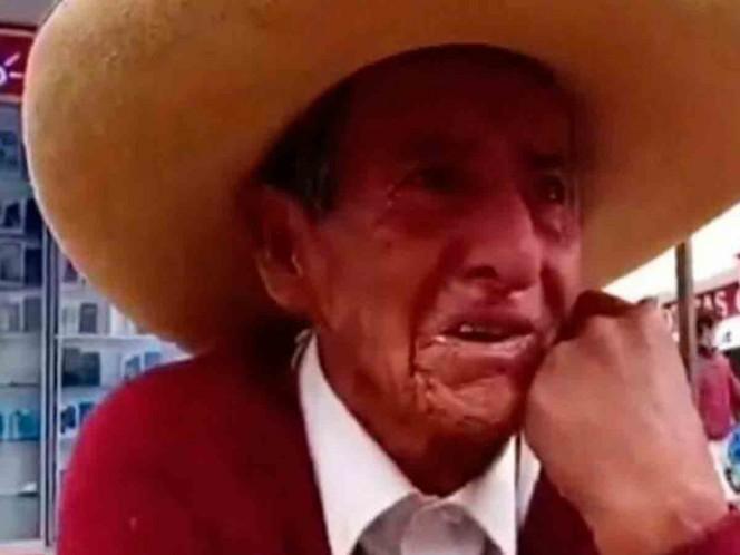 Abuelito llora por las calles porque sus hijos le exigen la herencia