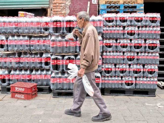 Coca-Cola dice que sufrirá afectaciones por incluir el etiquetado. Foto: Archivo