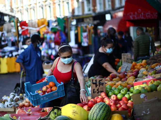 El coronavirus se propaga principalmente por el aire, dicen los CDC
