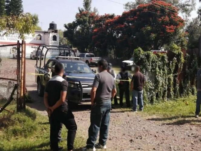 El ataque de un grupo armado al interior de un bar de Guanajuato dejó esta madrugada un saldo de 11 personas muertas y otra más herida, que fue trasladada a un hospital.