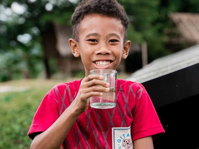 ¿Cuánta agua debemos tomar al día? No son 8 vasos
