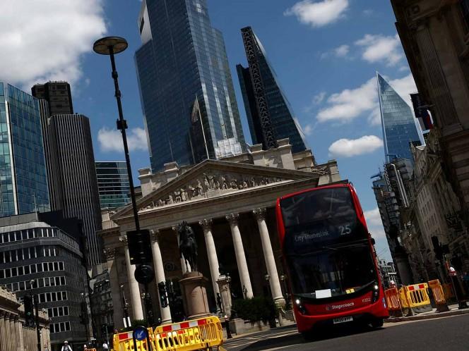 Ordenan cierre de negocios en nuevo plan anticovid para Reino Unido