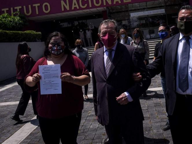 Aunque Porfirio Muñoz Ledo no pudo tomar protesta por el caos que imperó en la casona de Chihuahua 216, anunció que esta misma semana lo hará en otro lugar de la Ciudad de México.