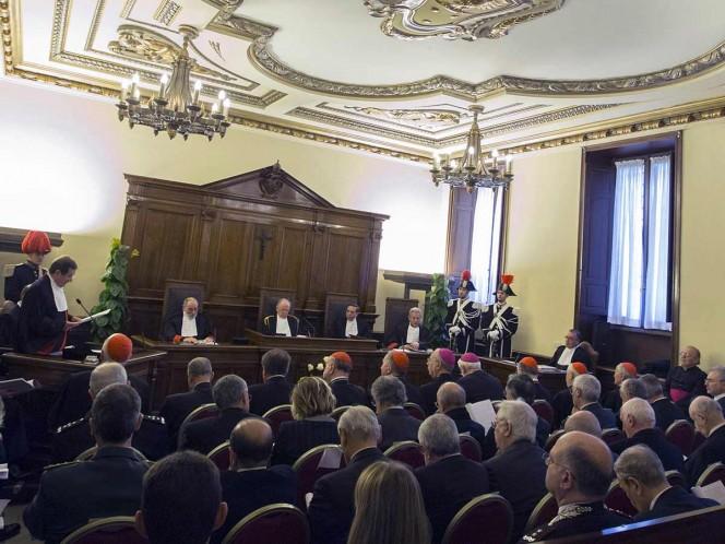 Vaticano enjuicia a 2 curas por abuso sexual