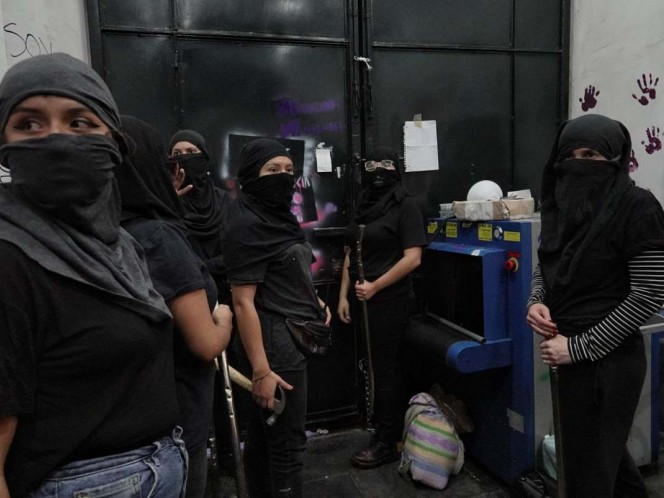 CNDH mantiene diálogo con feministas del 'Bloque Negro'