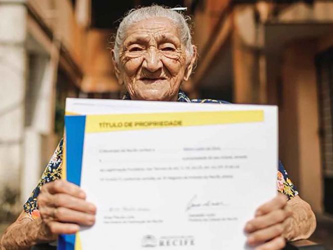 ¡Hay esperanza! Abuelita de 114 años logra comprar su casa