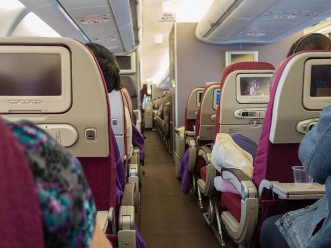 Mujer muere en pleno vuelo, tenía covid y problemas para respirar