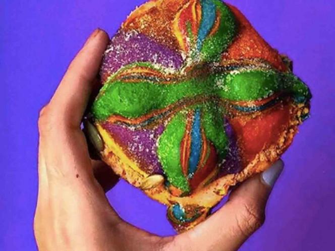 El pan de muertos arcoíris se hizo viral. Foto: Instagram rainbowbagelss