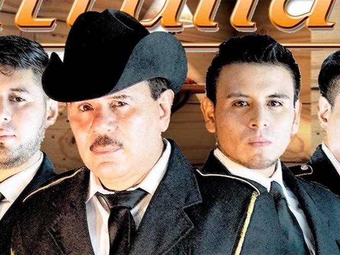 La agrupación de música popular, Patrulla 81, informó la noche del miércoles, a través de redes sociales, la muerte de José Ángel Medina, vocalista del grupo, a causa de Covid-19.