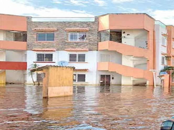 Hace una semana la situación en el fraccionamiento El Olimpo era de inundación total; hoy el nivel de agua ha bajado un poco / Foto: Especial