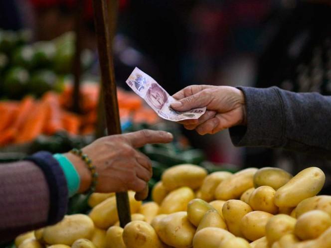 Quiere López Obrador nueva alza 'justa' a salario mínimo