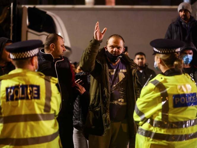 Piden calma en Reino Unido ante cierre de fronteras por 'mutación' de covid