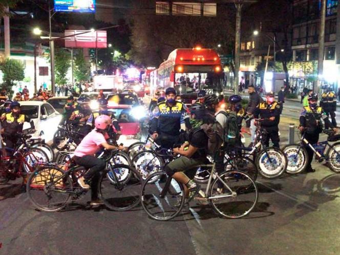 Los ciclistas bloquearon Insurgentes tras el enfrentamiento. Foto: Rodolfo Dorantes