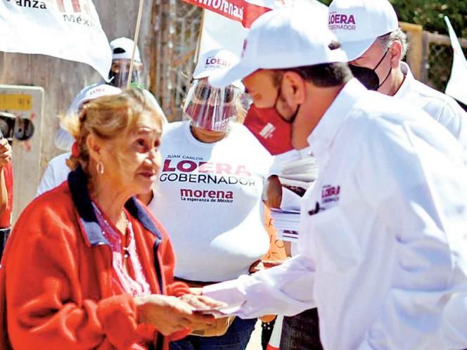 De casa en casa, Juan Carlos Loera oye las necesidades de la gente. Noticias en tiempo real