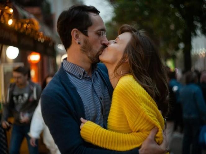 ¿Qué es la enfermedad el beso y cuáles son sus síntomas?