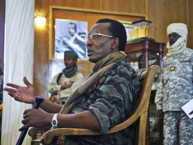 Presidente de Chad muere en combate contra guerrilleros; hijo presidirá transición