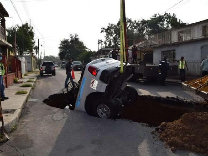 Se abre socavón en Tamaulipas y se traga patrulla. Noticias en tiempo real