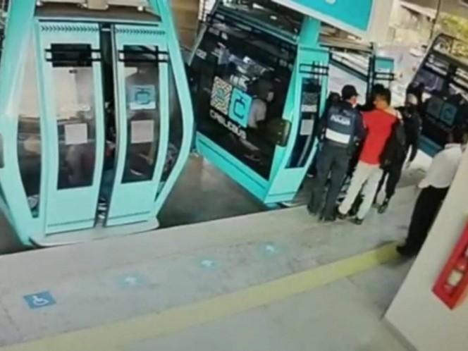 Sacan a dos usuarios del Cablebús por riña en Línea 2. Noticias en tiempo real