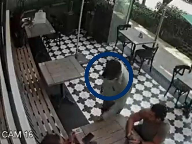 En segundos y a plena luz del día; así roba reloj a cliente de cafetería en Polanco . Noticias en tiempo real