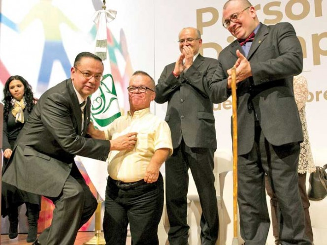 IMSS absorberá el seguro popular; harán cambio gradual