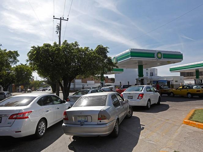 Pemex incrementará número de autotanques para resolver desabasto de gasolina