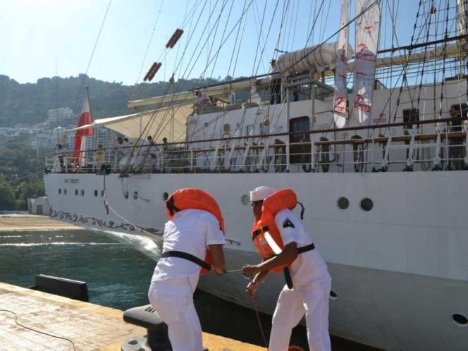 Recibe Marina en Acapulco a buque escuela de Polonia