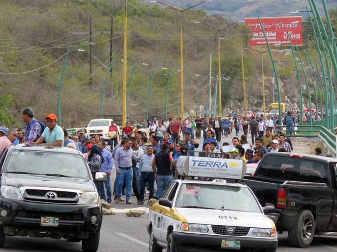 Bloquean carretera en Chiapas; exigen recursos para la región de Los Bosques