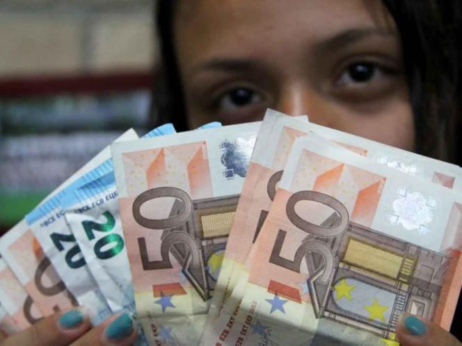 Roza el Euro los $30 en casas de cambio del AICM