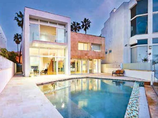 Elba Esther pone a la venta 2 mansiones en Estados Unidos