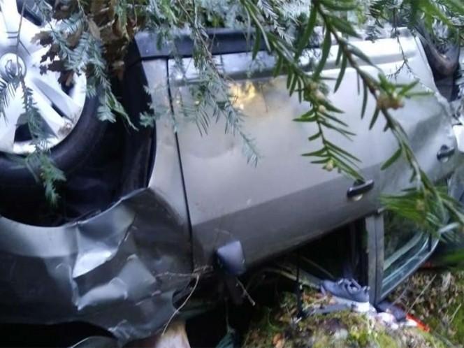 Auto cae a barranco, muere niña de 11 años