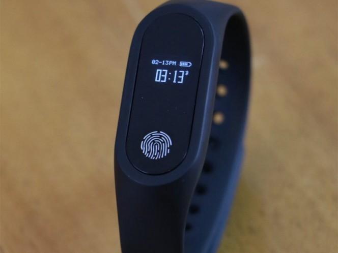 Alumnos de IPN crean pulsera para monitorear salud de abuelitos