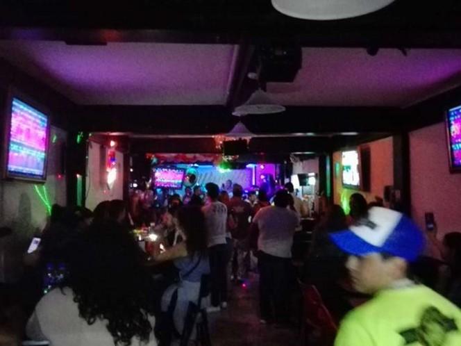 Asaltan a varias parejas dentro de bar en Venustiano Carranza