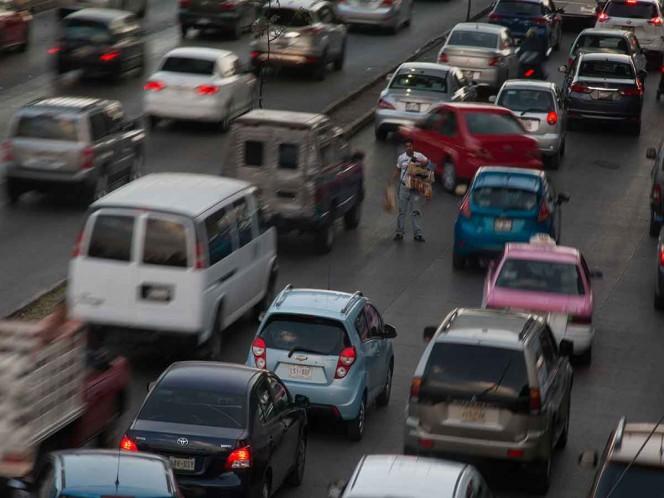 ¡Tómalo en cuenta! Hoy No Circulan autos con engomado azul