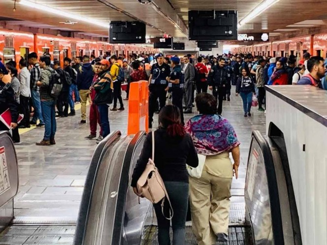 Así evitan saturación en escaleras del Metro