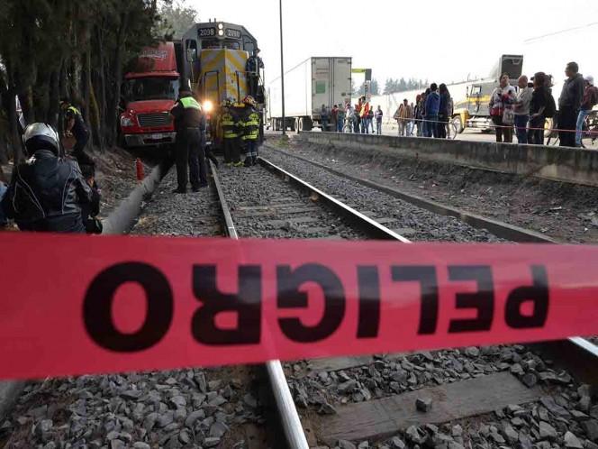 Tren arrolla a dos hermanos en Querétaro