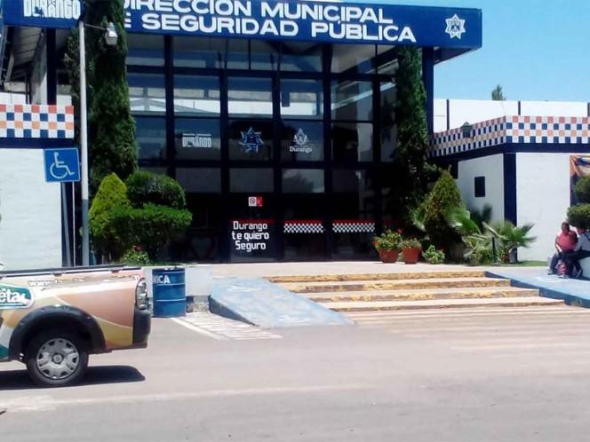 Caen 2 policías municipales de Durango por robar en Walmart