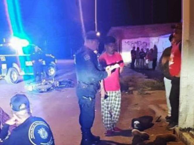 Mueren 2 jóvenes tras chocar con su moto en un poste
